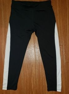 Ambiance Capri Legging Black/White